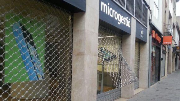 Entren a robar a la botiga de productes Apple de Santiago Rusiñol