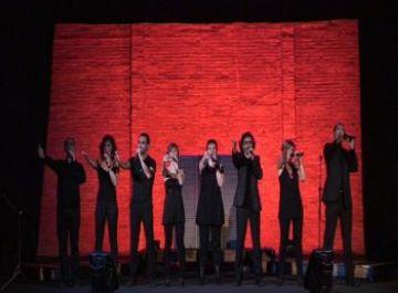 Les veus i el bon humor de Petit Comité, les claus del seu èxit al Teatre la Unió