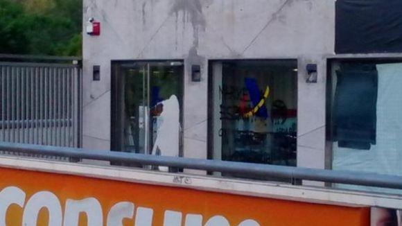 L'Agència Tributària espanyola apareix amb pintades d'Arran Sant Cugat