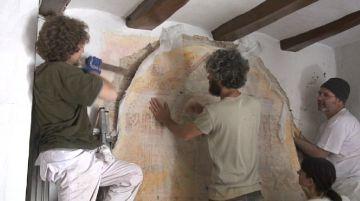Primer pas per recuperar una pintura mural d'època barroca