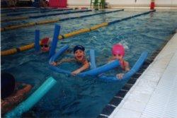 Comença la inscripció per a les 239 places dels cursets de natació de la piscina coberta municipal