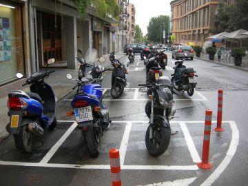 El carrer Castellví compta amb una nova àrea de pàrquing per a motos