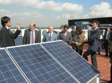 El Trade Center aposta per l'energia solar amb la instal·lació de 90 panells de plaques fotovoltaiques