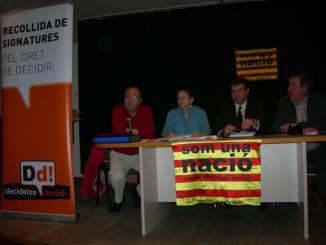Més de 2.000 santcugatencs donen suport a la campanya 'Decideixo Decidir'