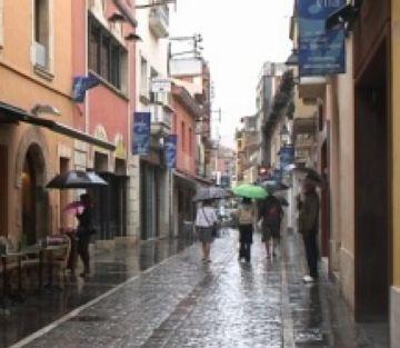 Les fortes pluges desborden la riera de Sant Cugat