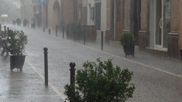 L'acumulació d'aigua i el perill de despreniments, principals incidències per la pluja