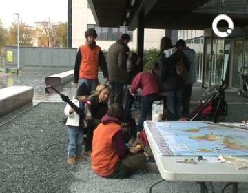La pluja aigualeix la festa del Dia Internacional dels Infants