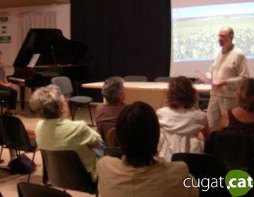 Emilio Gómez mostra la seva experiència personal amb l'Alzheimer a través de la lectura de poemes