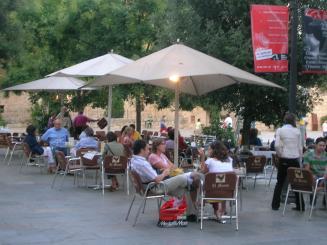 El Gremi d'Hosteleria de la comarca denunciarà l'Ajuntament per obligar els bars a tancar a les onze de la nit