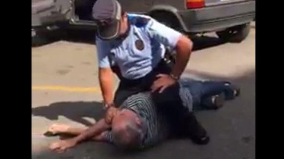 La Policia Local analitzarà l'actuació d'un agent que va reduir un ciutadà al mercat de Torre Blanca