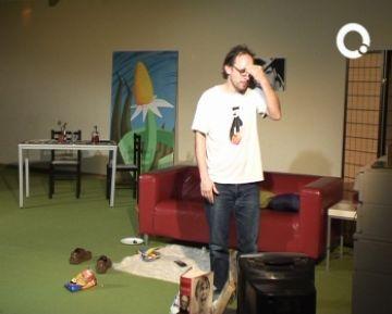 La companyia de teatre amateur 'La nena del pollastre' desperta somriures als espectadors en el seu segon muntatge