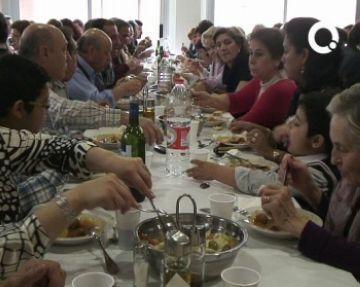 El 'potaje' i les actuacions flamenques apleguen més de 600 persones al CPA per celebrar el Dia d'Andalusia