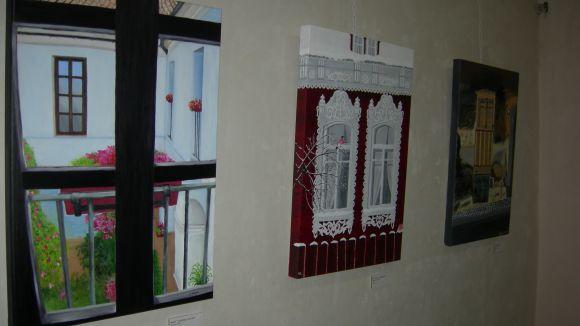 Els alumnes de Pou d'Art mostren la seva artística de les finestres