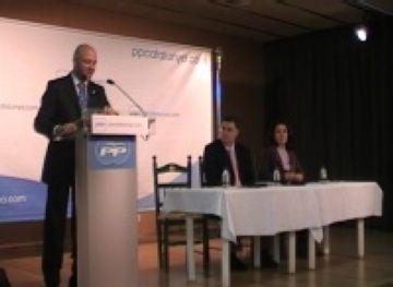 El diputat del PPC Rafael López explica a Sant Cugat una llei d'educació alternativa