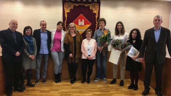 Carles Castell i Etna Miró recullen el premi del concurs literari de Valldoreix