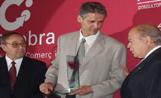 El responsable de Running Vallès en el moment de recollir el premi