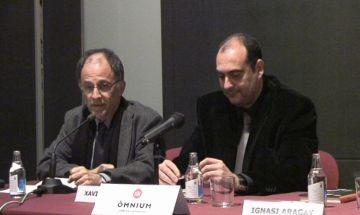 La presentació de la novel·la 'Se sabrà tot' de Xavier Bosch aplega una cinquantena de persones al Claustre