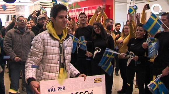 Xavi Rodríguez ha estat el primer client d'Ikea Sabadell