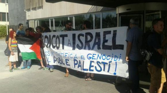 El CASC es concentra davant de l'ajuntament en defensa de Palestina