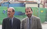 Els socialistes Ramon Palacio i Jordi Menéndez davant les obres dels Quatre Cantons