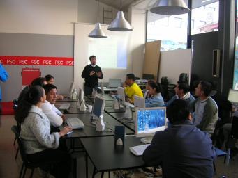 El PSC dedica un curs d'informàtica als immigrants llatins