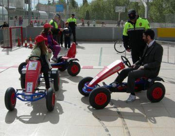 Els alumnes de Sant Cugat aprenen les normes de circulació viària al parc infantil de trànsit