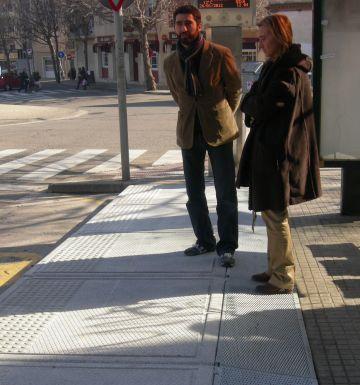 La parada de bus del CAP de Sant Cugat, adaptada per als discapacitats