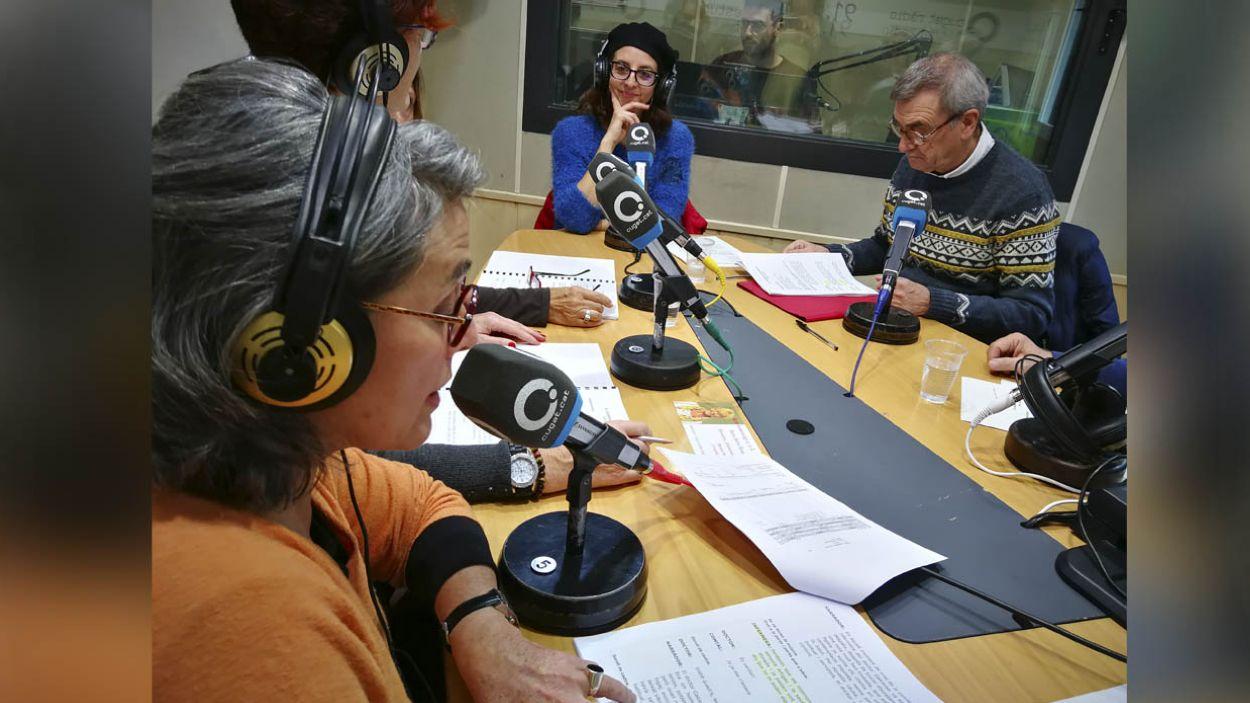 Gravació amb els actors a l'Estudi 1 de Ràdio Sant Cugat / Foto: Cugat Mèdia
