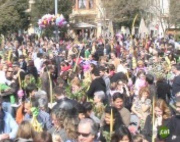 Celebració massiva del Diumenge de Rams a la plaça d'Octavià