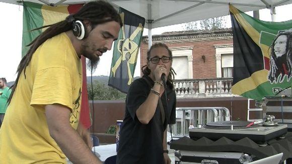 El reggae transporta la plaça del Rei fins a Jamaica en la primera nit de Festa Major