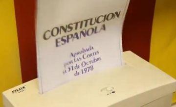 Les JERC 'reciclen' la Constitució espanyola com a protesta i demanen que Sant Cugat se'n declari moralment exclòs