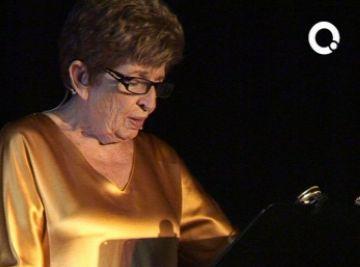 L'actriu Carme Contreras puja a l'escenari de Valldoreix per recitar els seus poemes preferits