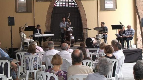 Els versos de Vinyoli sonen a ritme de jazz al Celler Modernista de Sant Cugat