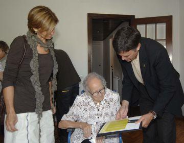 Sant Cugat felicita una nova àvia centenària