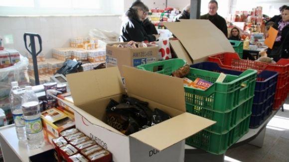 La campanya 'La fam no fa vacances' recull 1.000 quilos a la ciutat