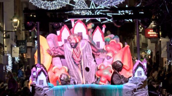 Els Reis Mags reparteixen somriures i il·lusió a la cavalcada de Sant Cugat