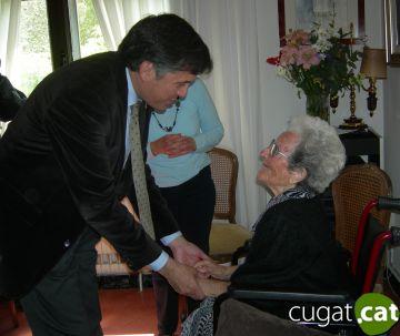 Sant Cugat lliura la medalla del Pi d'en Xandri a la centenària Remedios Villanueva