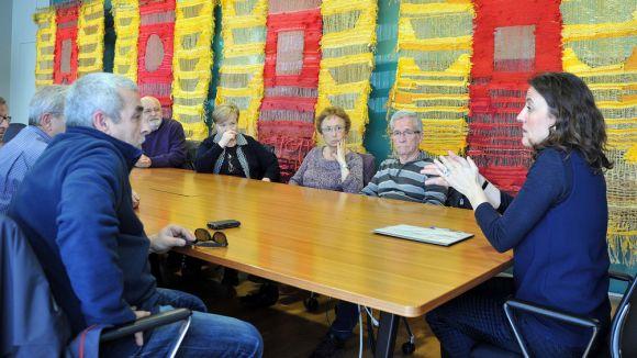 Els iaioflautes traslladen a l'alcaldessa les seves preocupacions