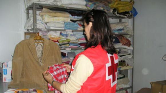 Cada vegada més santcugatencs demanen roba a Creu Roja