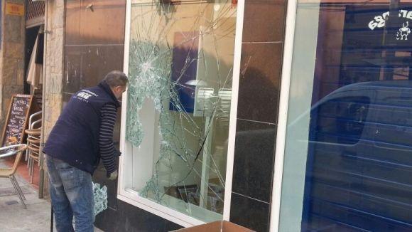 La botiga Movistar del carrer de Santa Maria pateix un robatori amb força