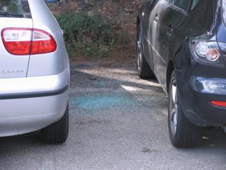 Veïns es queixen de trencaments de vidres als cotxes del pàrquing del carrer del Bruc