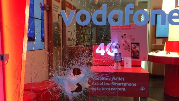 Roben a la botiga Movistar de Santiago Rusiñol i intenten entrar a la de Vodafone