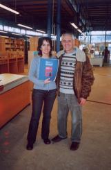 Pedró ha donat un exemplar d'aquest llibre amb resums en diferents idiomes i en brailles a la Biblioteca del Mil·lenari