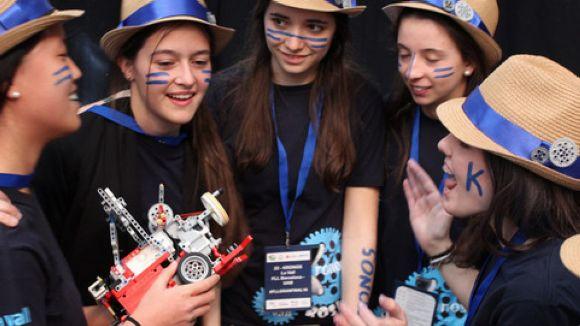 Les noies de l'equip de Batlle, celebrant la victòria a Girona / Foto: Escola La Vall