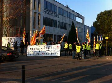 Treballadors de Rotatek es manifesten contra uns acomiadaments possibles per la reforma laboral