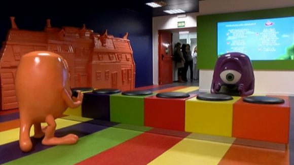 La nova sala d'espera incorpora tauletes digitals per a grans i petits