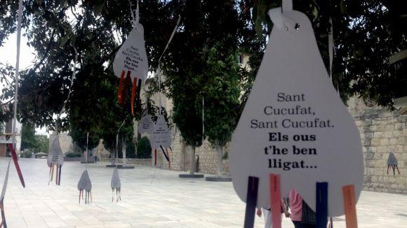 Pengen testicles del màrtir Cugat a la plaça d'Octavià per protestar contra les mancances de la ciutat