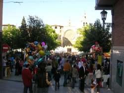 Sant Cugat surt al carrer per gaudir dels llibres, les roses i el bon temps