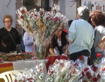 Cinc santcugatencs nascuts a fora expliquen a Cugat.cat com viuen la diada de Sant Jordi