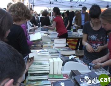 Sant Cugat oblida la crisi per Sant Jordi i surt al carrer massivament